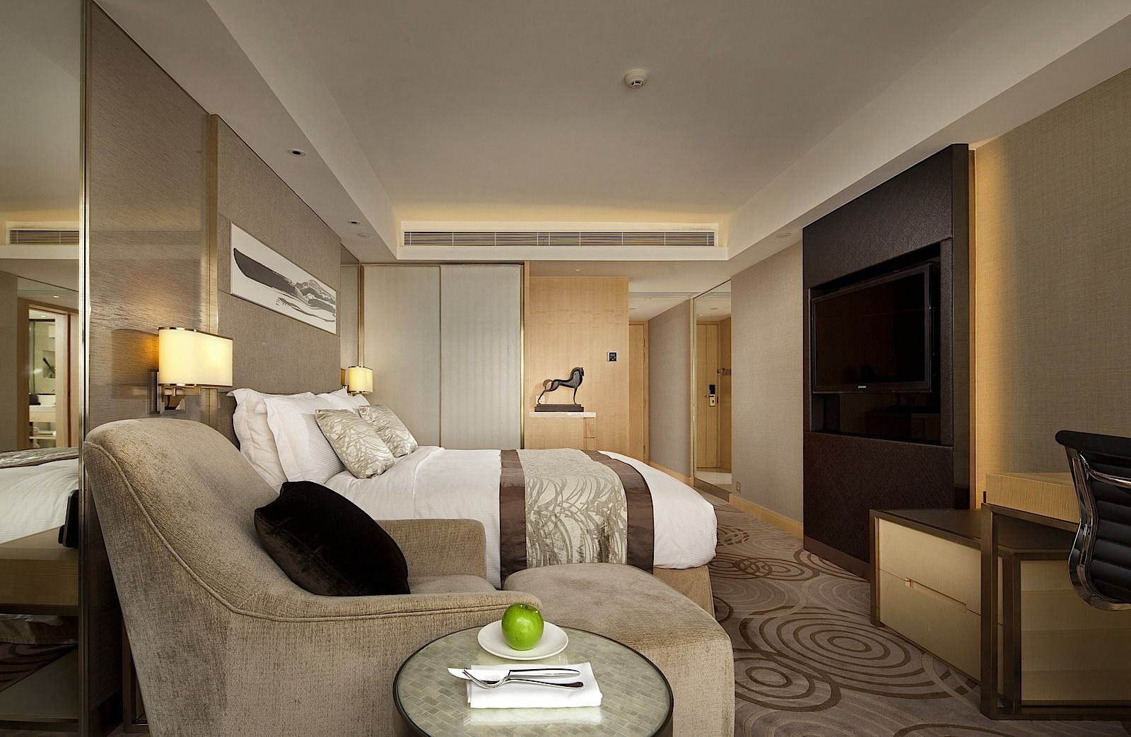 5 Star Accommodation In Kowloon Hong Kong The Royal Garden Hotel Interiors Hotel Hotel Bed