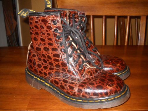 The first pair of Dr.Martens I ever owned when I was 13.5 years old....I'm now 30 and I still like them RARE Dr Martens Brown Croc Womens Ankle Boots Size 9 US 7 UK | eBay