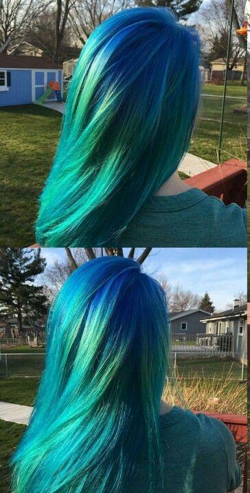 Green Teal dark turquoise dyed hair color @kokokardona
