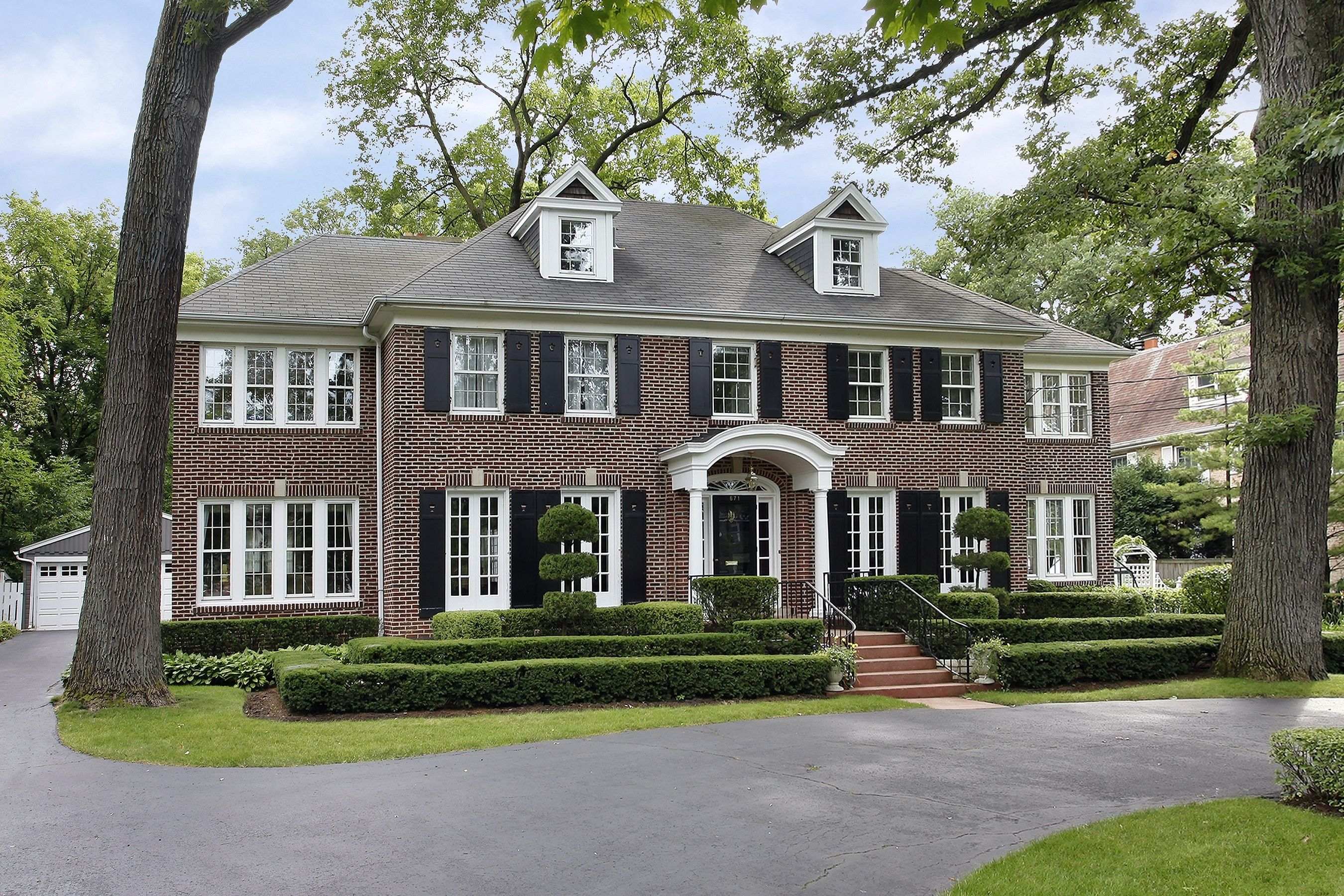 Famous Movie House Home Alone Is Sold Home Alone House Styles