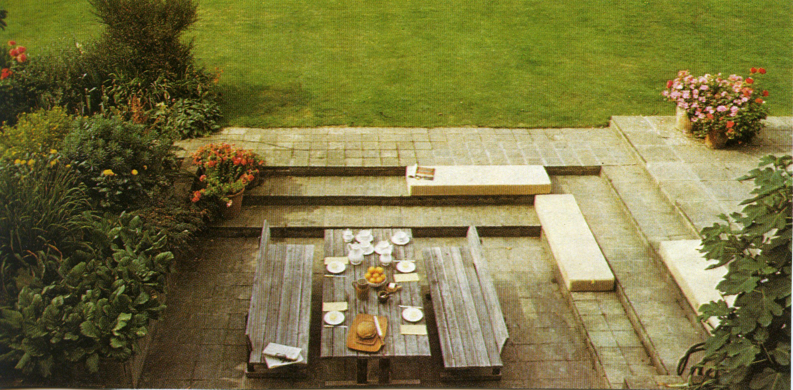 Rustic but streamlined outdoor eating.