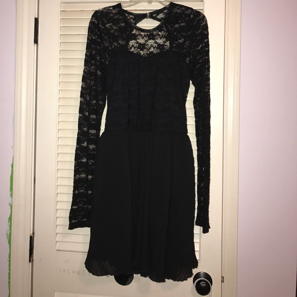 Black lace open back long sleeve dress products
