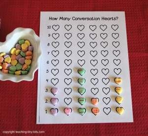Conversation Hearts Activity with Printables for Sorting and Graphing http://www.teaching-tiny-tots.com/toddler-math-hearts.html #valentines, #kidsmath