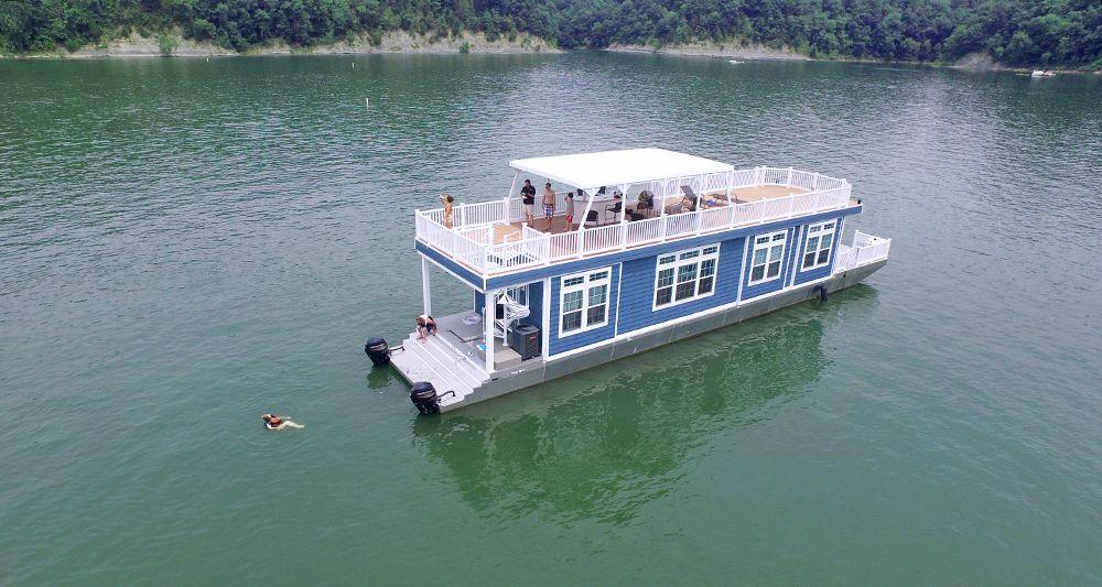 Houseboats 5 Bedrooms Big Houseboat Houseboat Rentals House Boat Houseboat Living