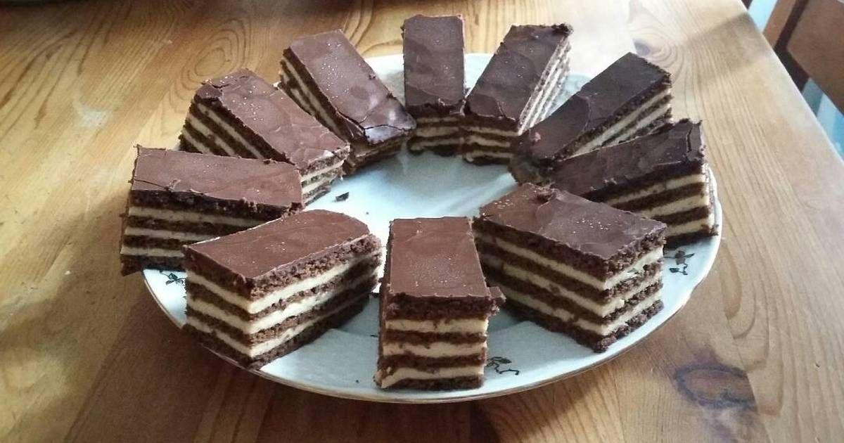 Mennyei Csokis mézes recept! Aki szereti a krémes és puha sütiket biztos, hogy ez az egyik kedvence lesz.