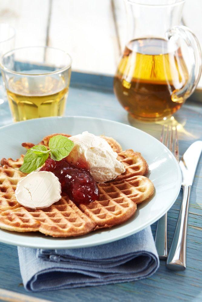 Vuohenjuusto-mansikkavohvelit | K-Ruoka #kesä