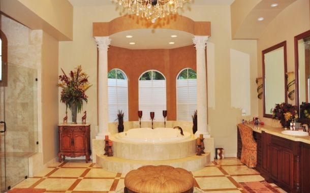 Take A Look At This Well Decorated Luxury Bathroom For Some Awesome Inspiration