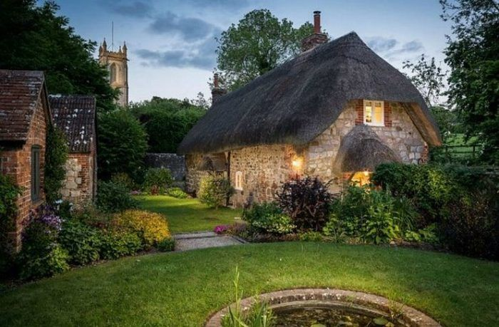 Εξωτερικά είναι το πιο παραμυθένιο σπίτι που έχετε δει. Εσωτερικά, είναι ακόμη καλύτερο!  #Decoration #design