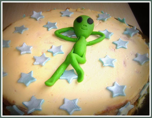 Alien Cake On Pinterest Thor Cake Ben 10 Cake And Ghostbusters