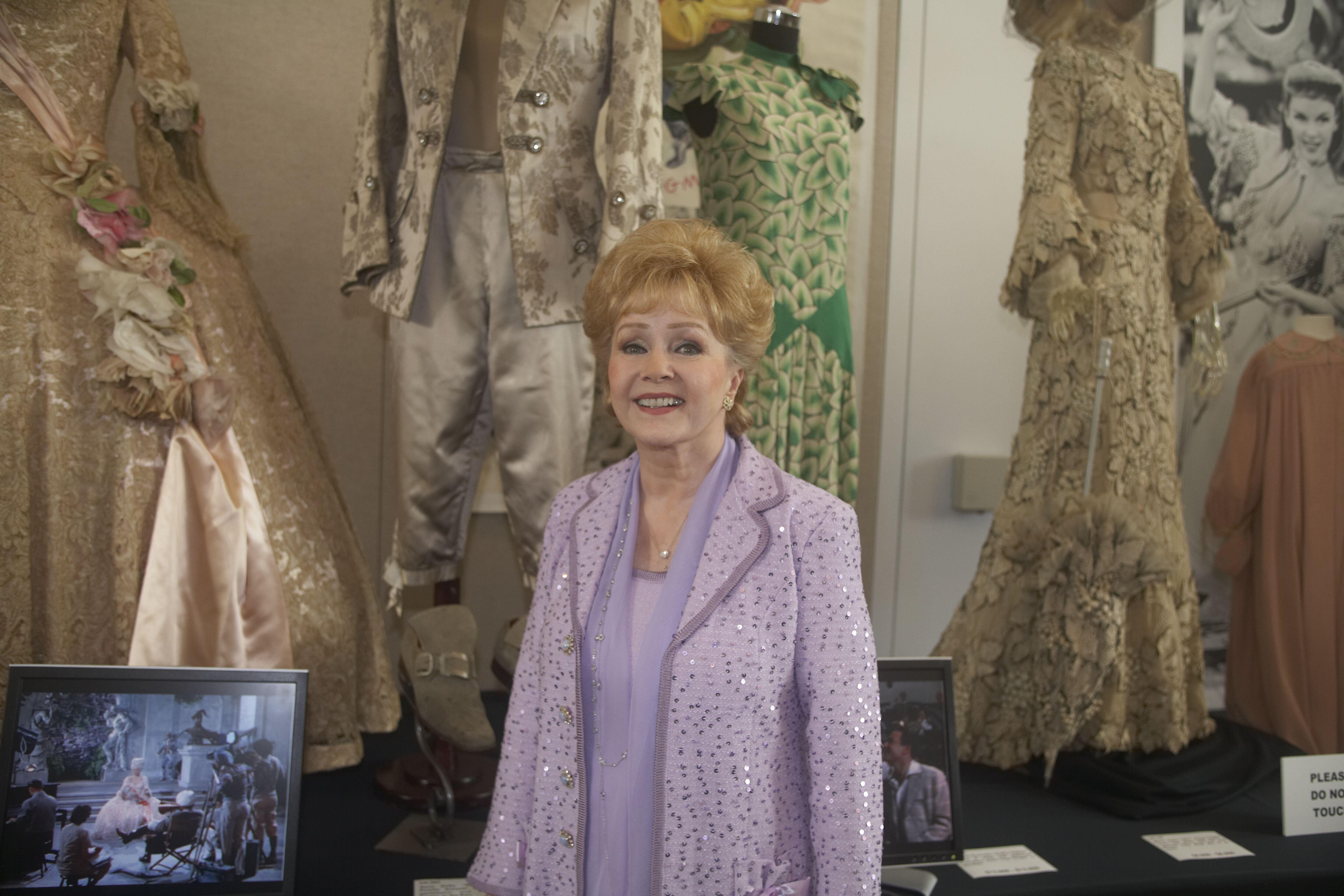 Debbie Reynolds Collection of Hollywood costumes and props - Tiene mas de 5000 piezas entre vestidos y complementos de vestuario de Holywood