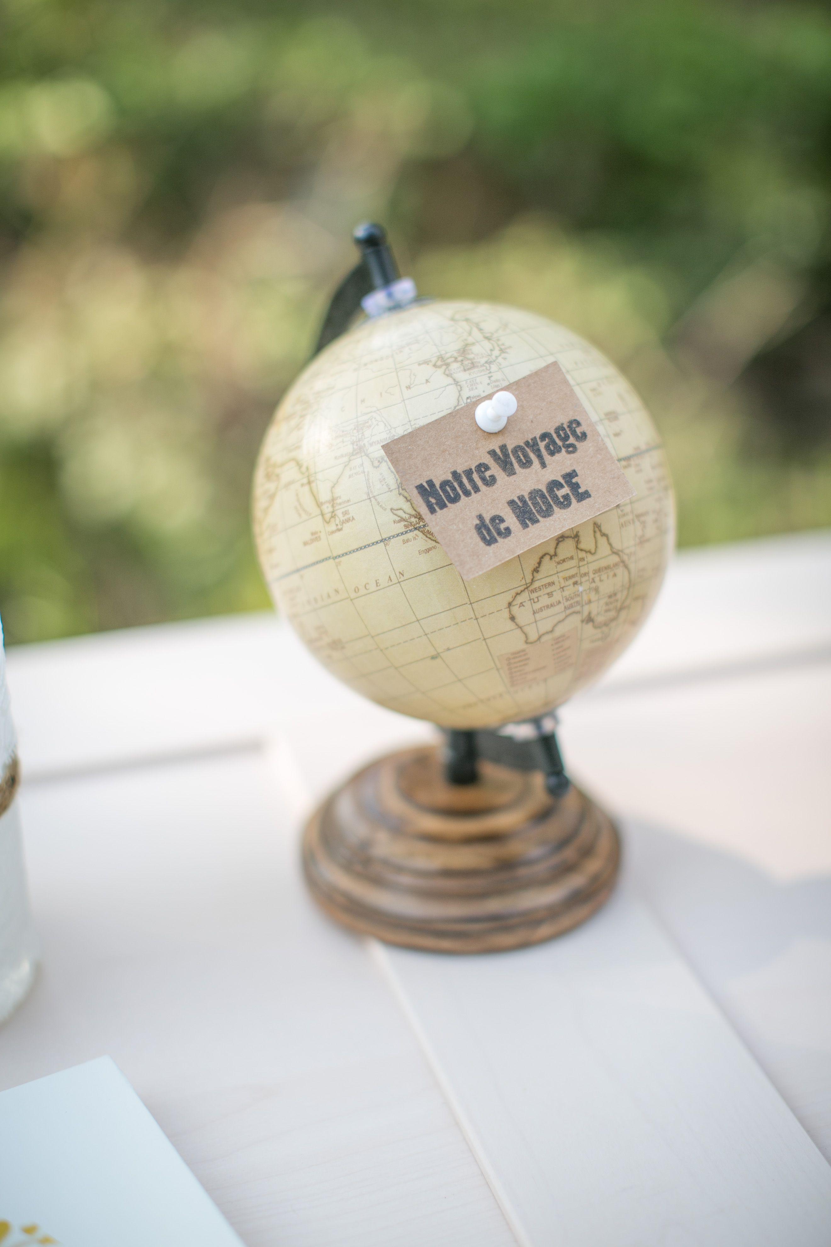 globe vintage et pied en bois pour mariage sur le th me du. Black Bedroom Furniture Sets. Home Design Ideas