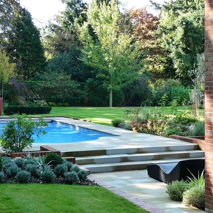 There Are People Who Cry To Know That Roses Have Thorns There Are Others Who Smile Archie Swimming Pool Landscaping Pool Landscaping Modern Garden Design