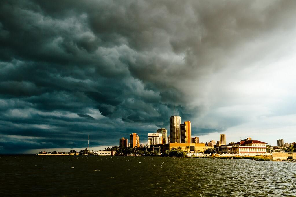 """""""Cielo tormentoso"""" sobre Maracaibo, Venezuela, en muy buena captura de Marcial Quintero, Jun2010"""