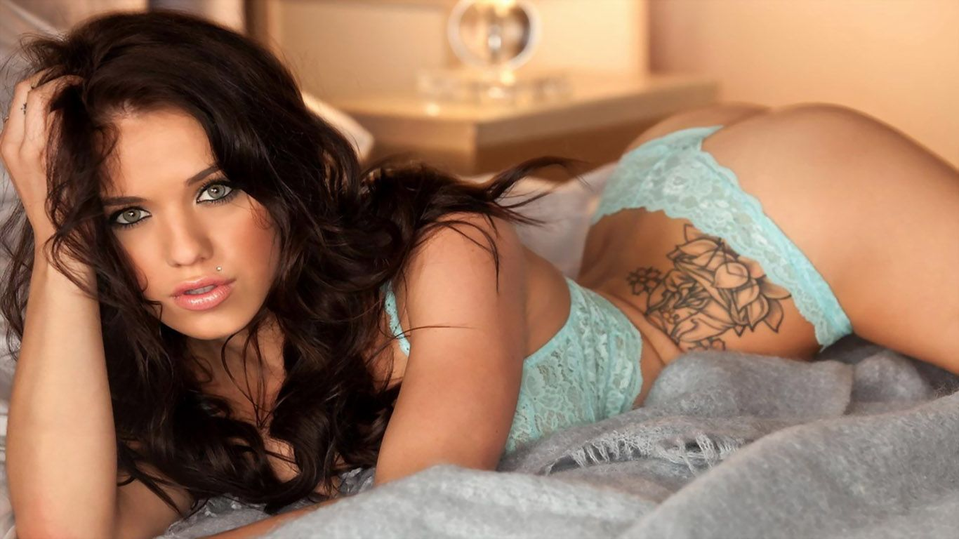 Hot Tattoo Models Wallpapers | Hot Girls With Tattoos HQ ...