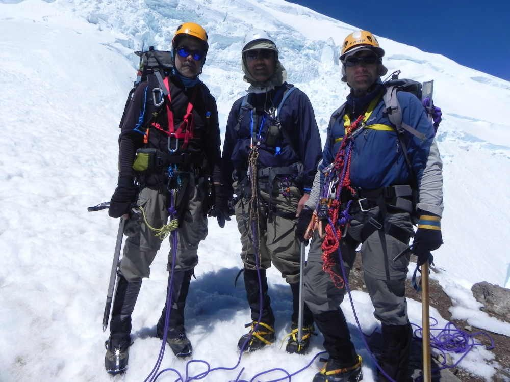 Climbing Mt Rainier (14,411 ft) via Disappointment Cleaver (Class II),
