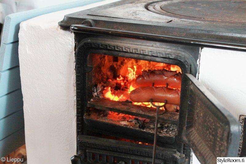 keittiö,tuli,mökki,puuhella,makkara
