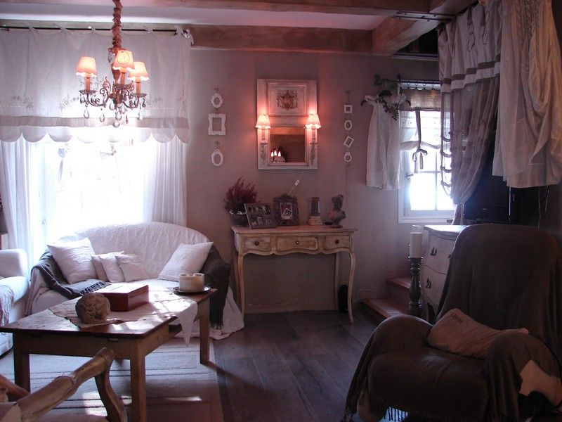 shabby chic romantique deco charme home sweet home pinterest tiny spaces shabby cottage. Black Bedroom Furniture Sets. Home Design Ideas