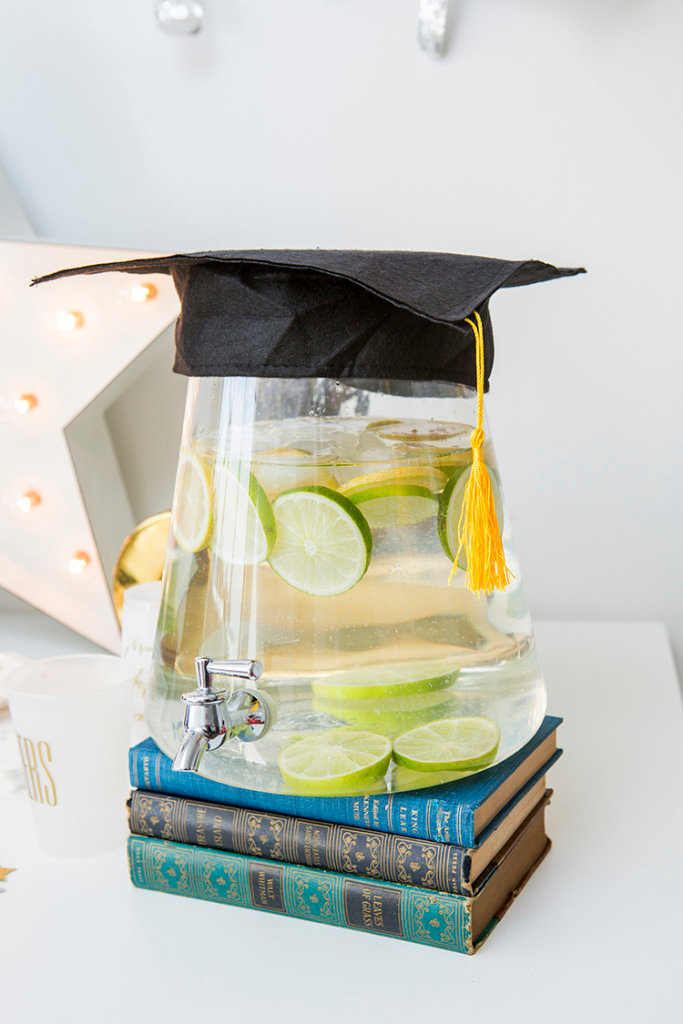 8 of the Best Backyard Graduation Party Ideas #graduationparties