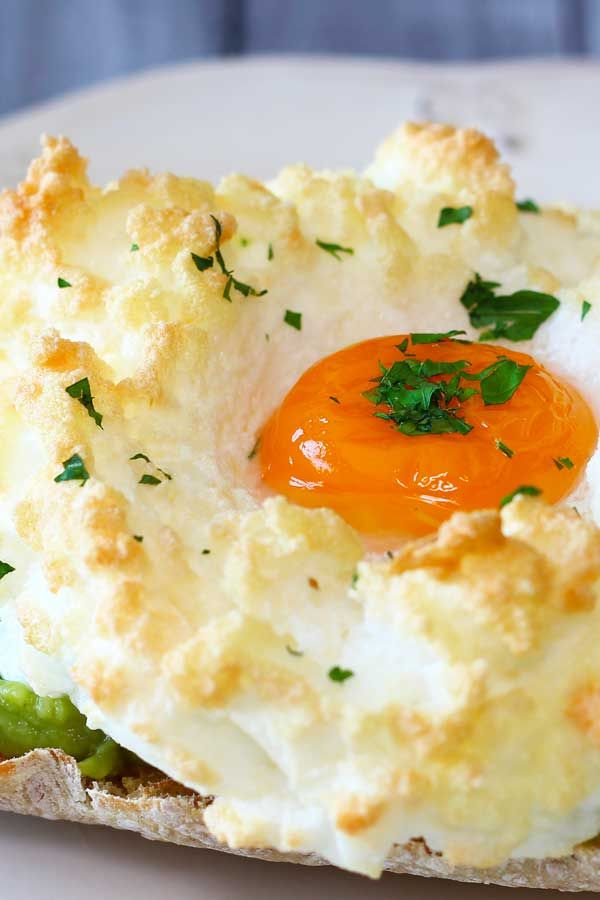 How to Make Cloud Eggs - El Mundo Eats #cloudeggs