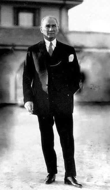 Mustafa Kemal Atatürk: Eğer şimdi rahatlıkla dışarı çıkabiliyorsak,istediğimiz gibi giyinebiliyorsak,...