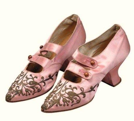 vintage shoe / For more wedding tips and ideas go to my blog. www.mrspurplerose.com