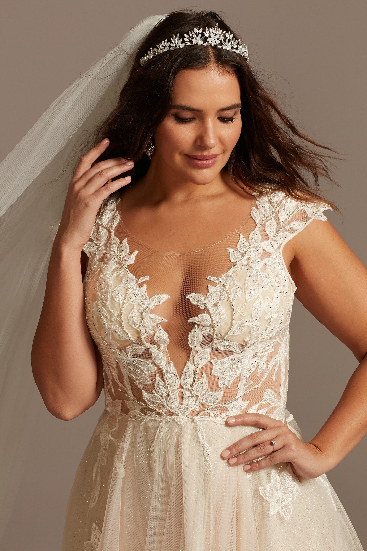 Cap Sleeve Lace Appliqued Plus Size Wedding Dress David S Bridal Plus Wedding Dresses Davids Bridal Wedding Dresses Wedding Dress Styles [ 2880 x 1920 Pixel ]