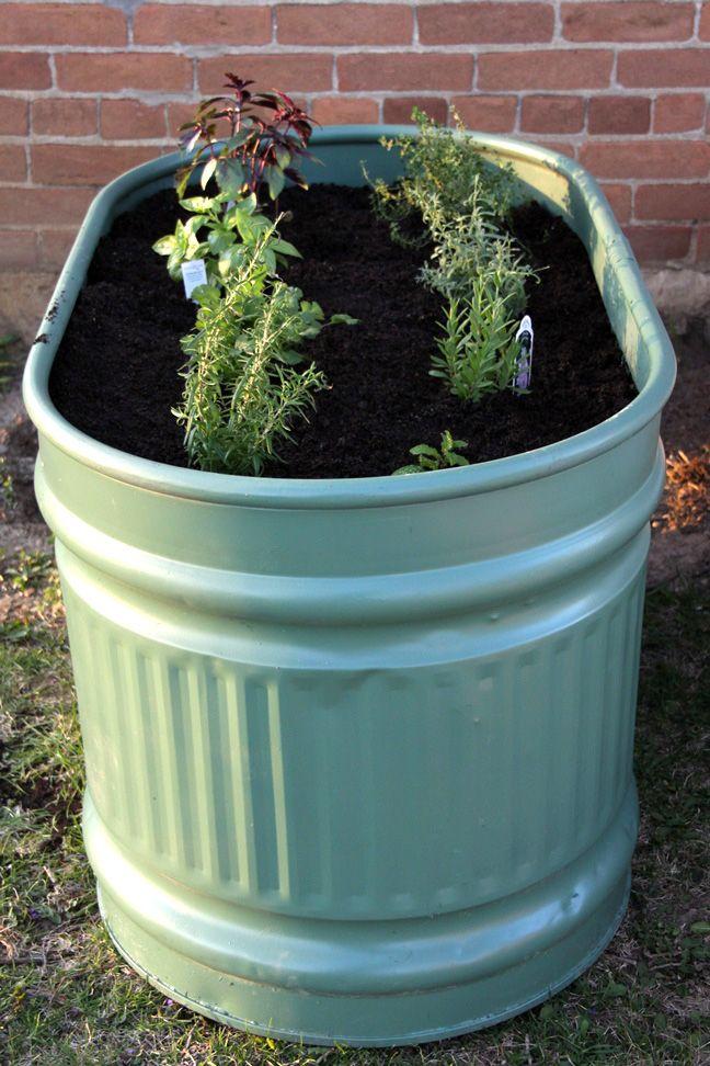 Superbe DIY Water Trough Herb Garden   Momtastic