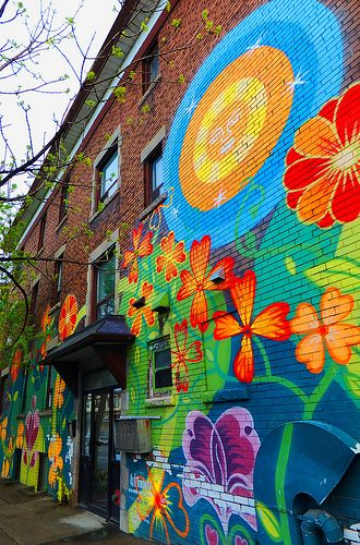 Toronto: Dundas West BIA's Mural by Jose Ortega