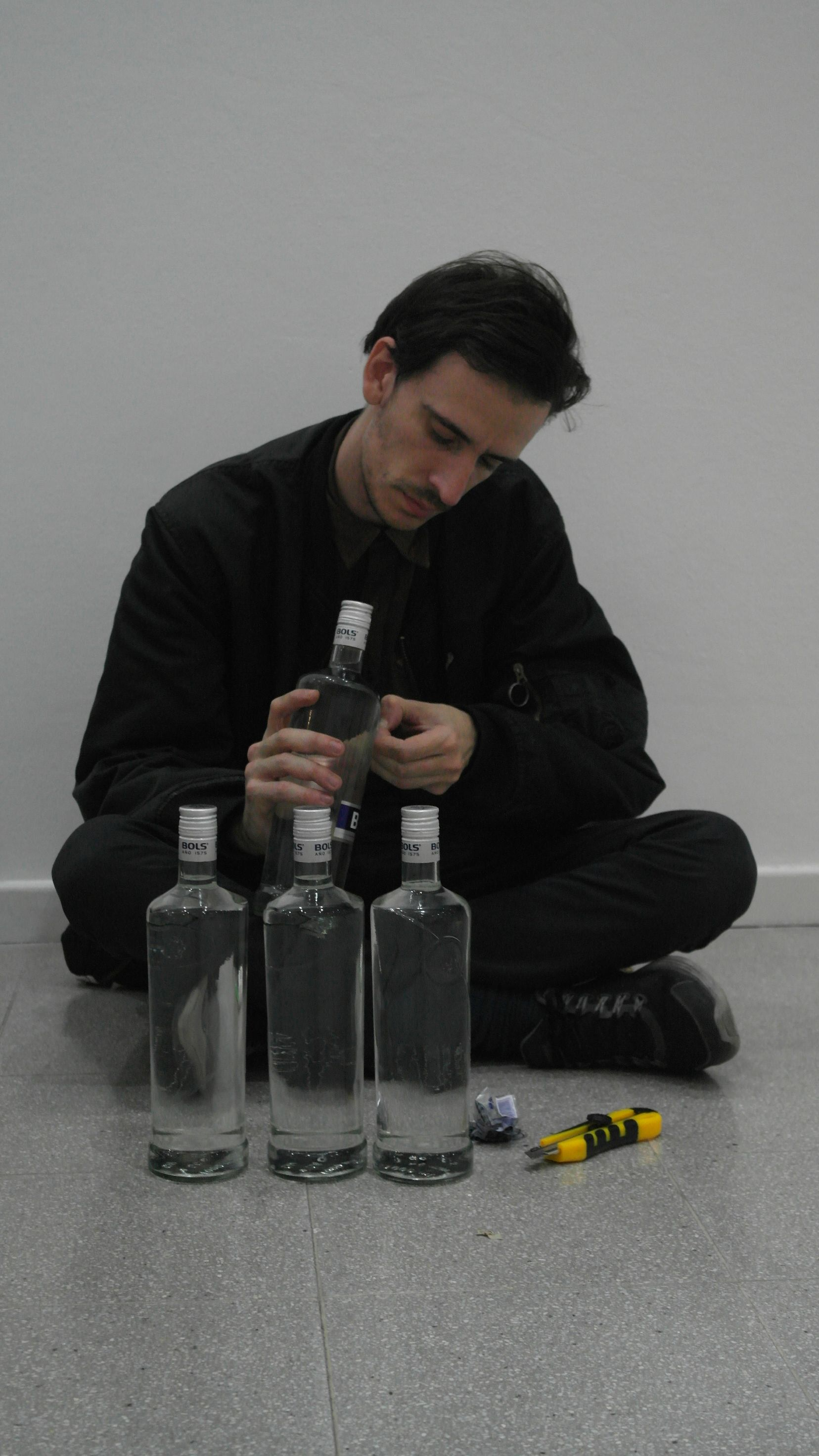 Bruno Gruppali en montaje. http://museosdeartebahiablanca.blogspot.com.ar/2014/05/bra2014-en-montaje.html