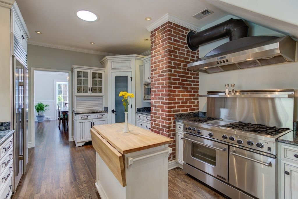 Exceptionnel Kitchen Exhaust Duct At Exposed Brick Chimney   1540 Monaco Pkwy, Denver,  CO 80220