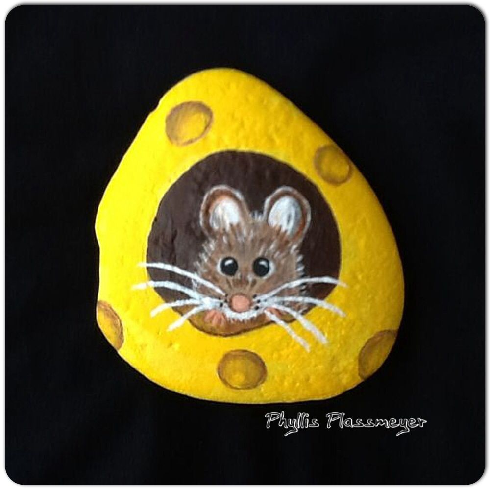 Mouse - Painted rock by Phyllis Plassmeyer