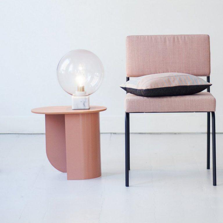 La Table D Appoint Sculpture Une Tendance Design Joli Place En 2020 Table D Appoint Decoration Maison Mobilier De Salon