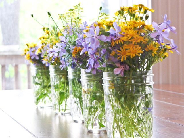 love the flower arrangements in small canning jars!