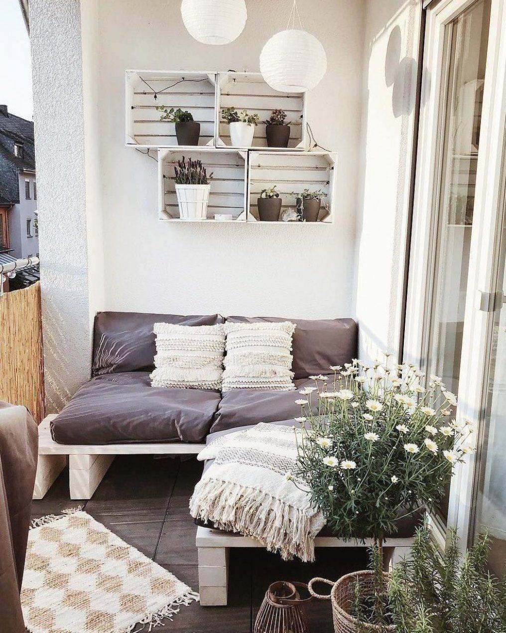 Balkon deko DIY gestalten kleinen Sitzecke und Kleiner Balkon der alles bietet Gem tlic… in 2020 ...