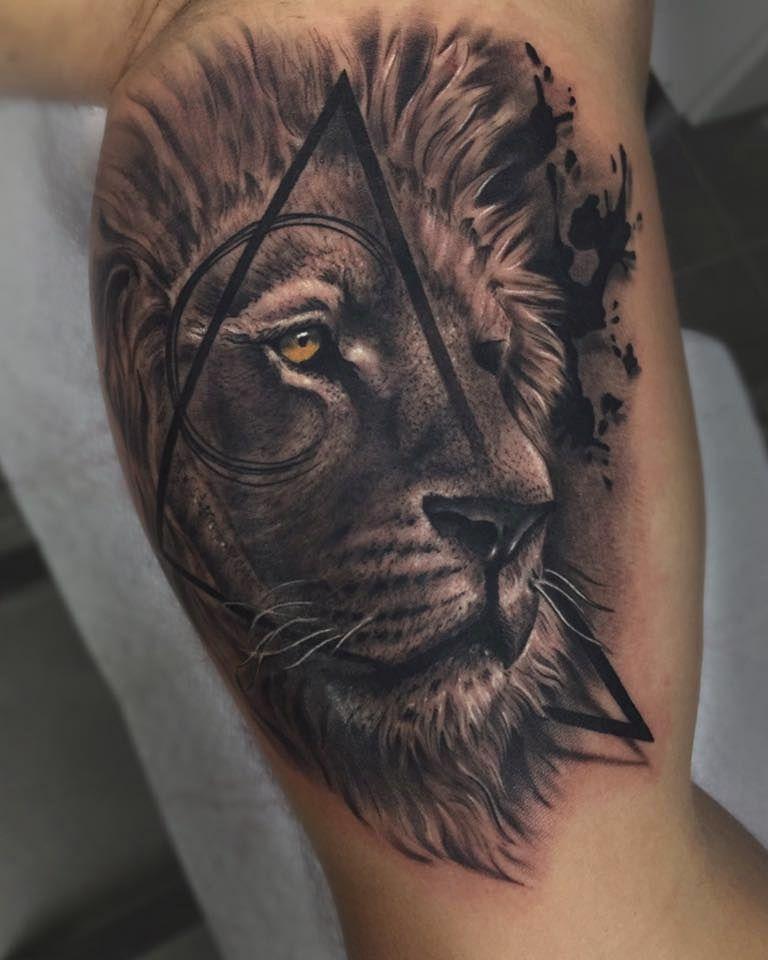 Pin De Andrew Mougios En Tattoos: Retrato De Leon, Tatuaje Realista En Blanco Y Negro