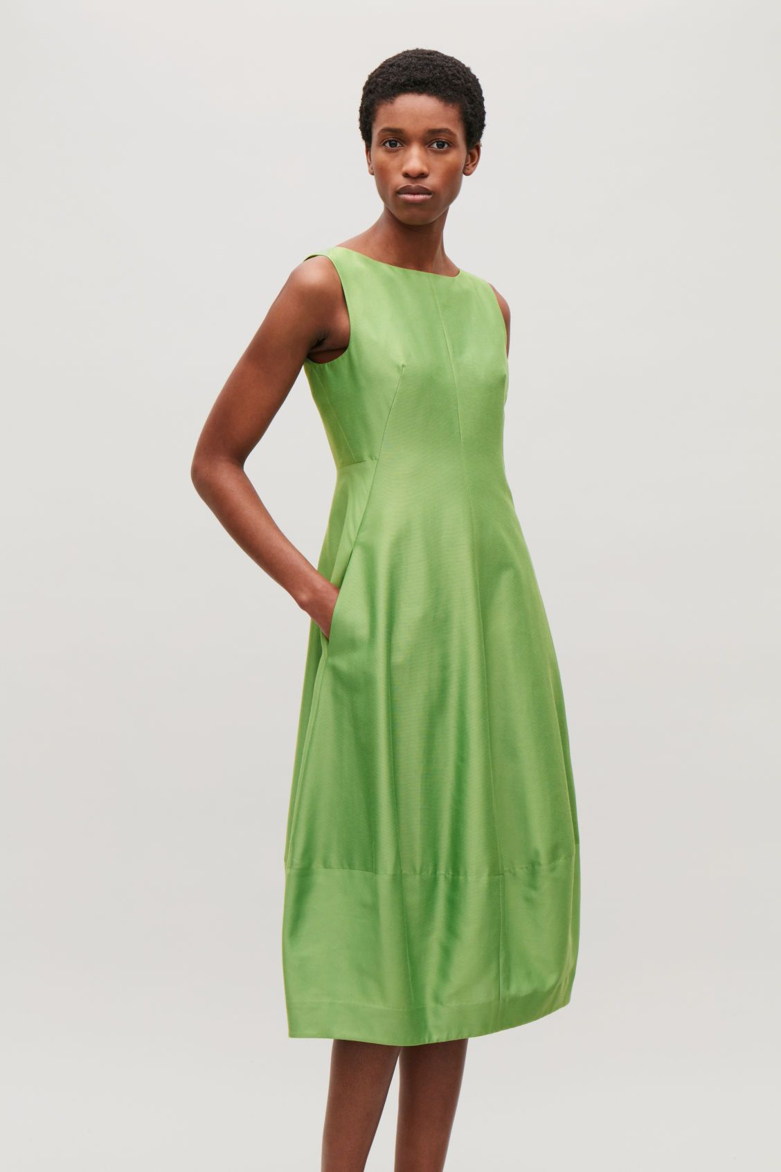 0b02d8d66e12 Model side image of Cos sleeveless cocoon dress in green | Tranquil ...