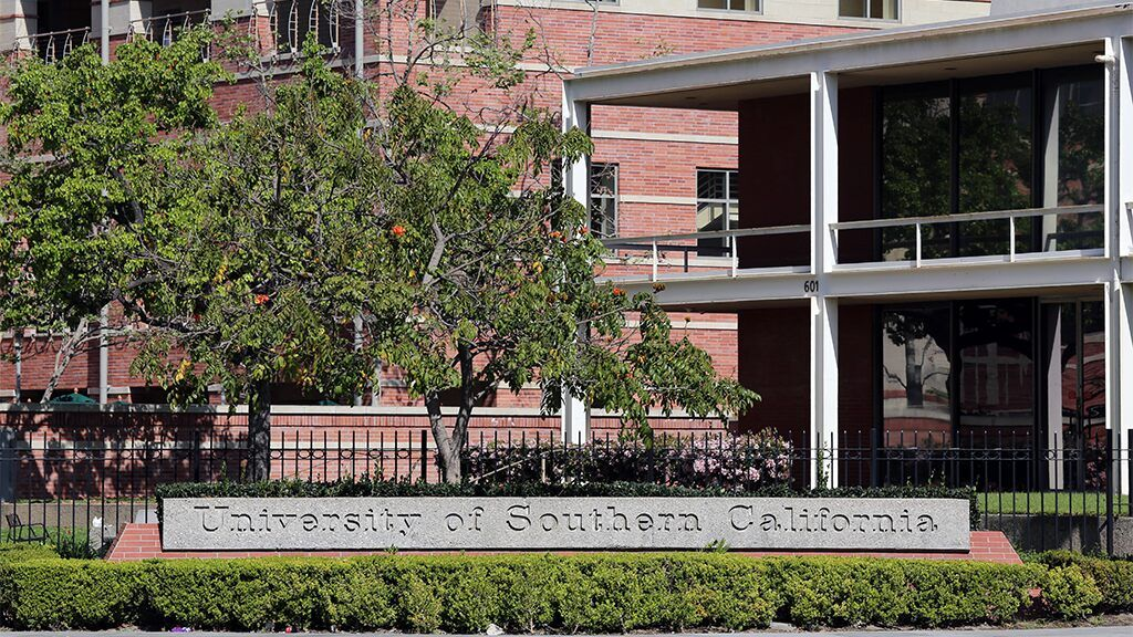 Fox News Usc Freshman Dies After Being Struck By 2 Vehicles On Freeway 2 Days Before Classe University Of Southern California Weekend Is Over Freshman College
