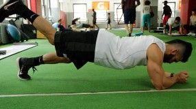 9 best bodyweight moves for colossal arms  beginner