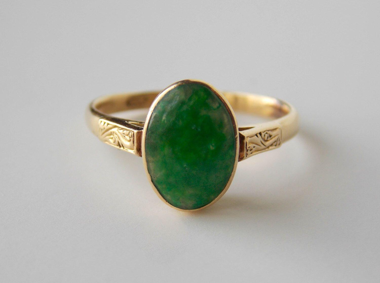 Vintage jade ring 14k von VictoriaVVintage auf Etsy https://www.etsy.com/de/listing/203716525/vintage-jade-ring-14k