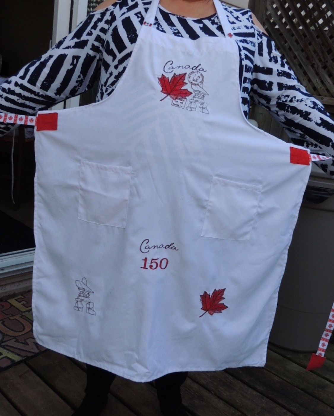 Canada themed apron embroidery designs from urban