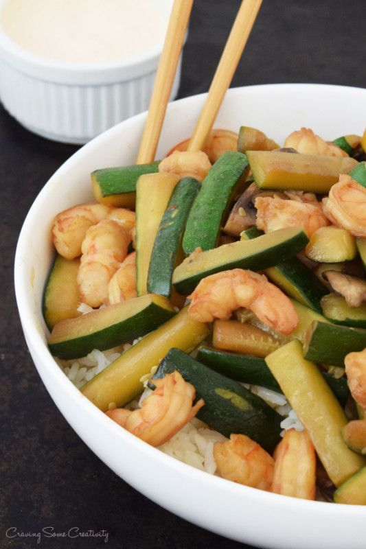 How to make Hibachi like your favorite Japanese grill - Shrimp hibachi stir-fy is easy to make and can easily feed a crowd. Yum Yum Sauce Recipe also included.