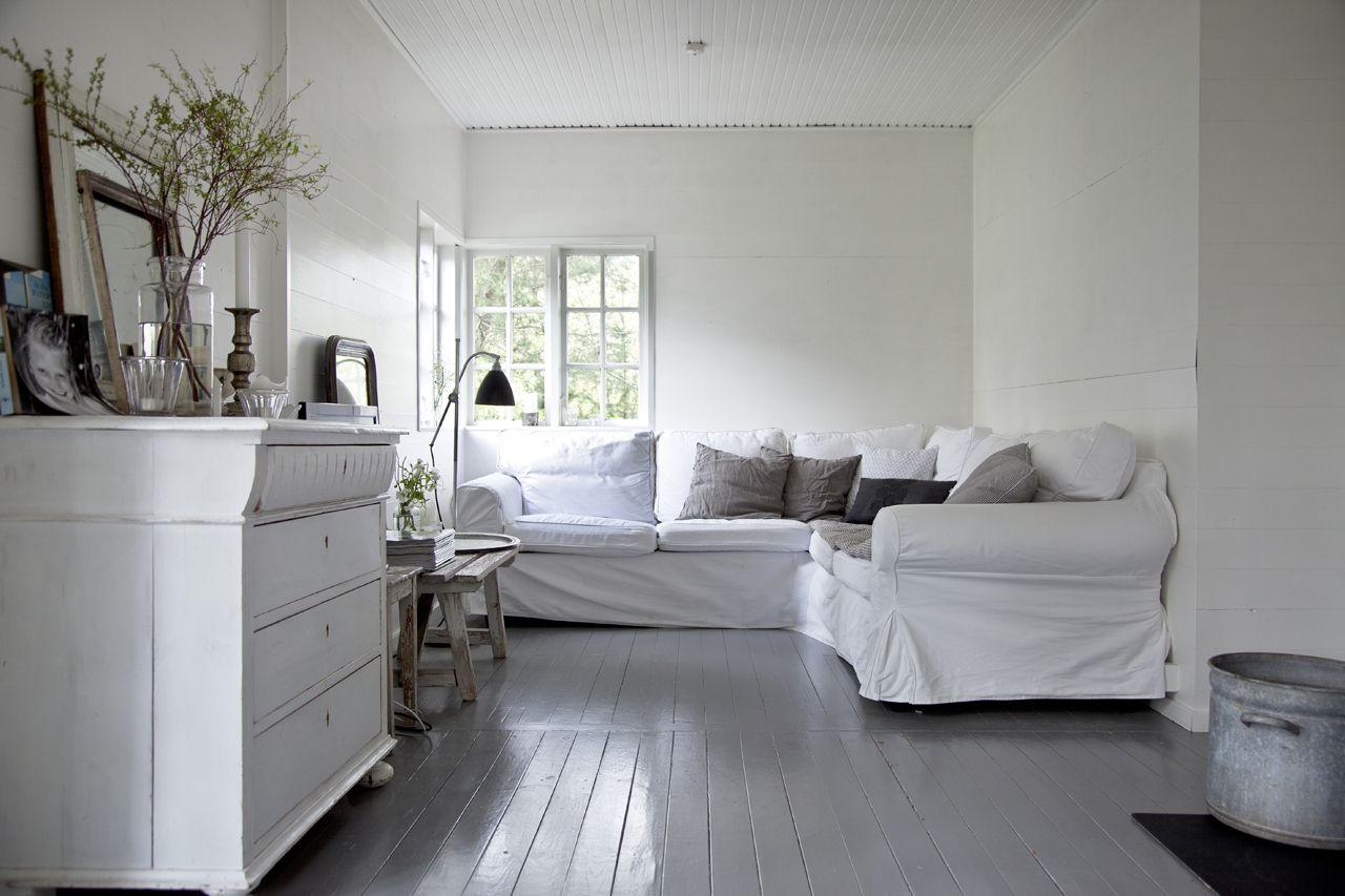 Kom med indenfor i det hyggelige sommerhus i Nordsjælland, som deles ...