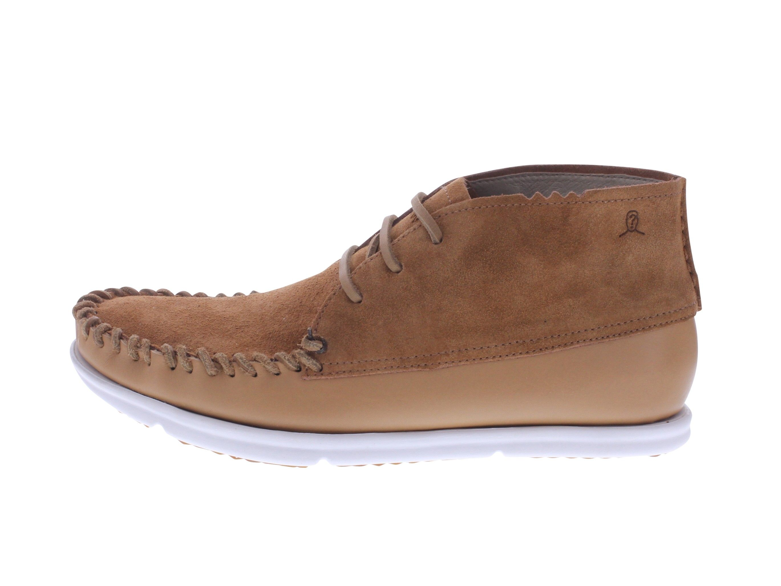 Three-eyelet moccasin shoe in full grain leather and suede.