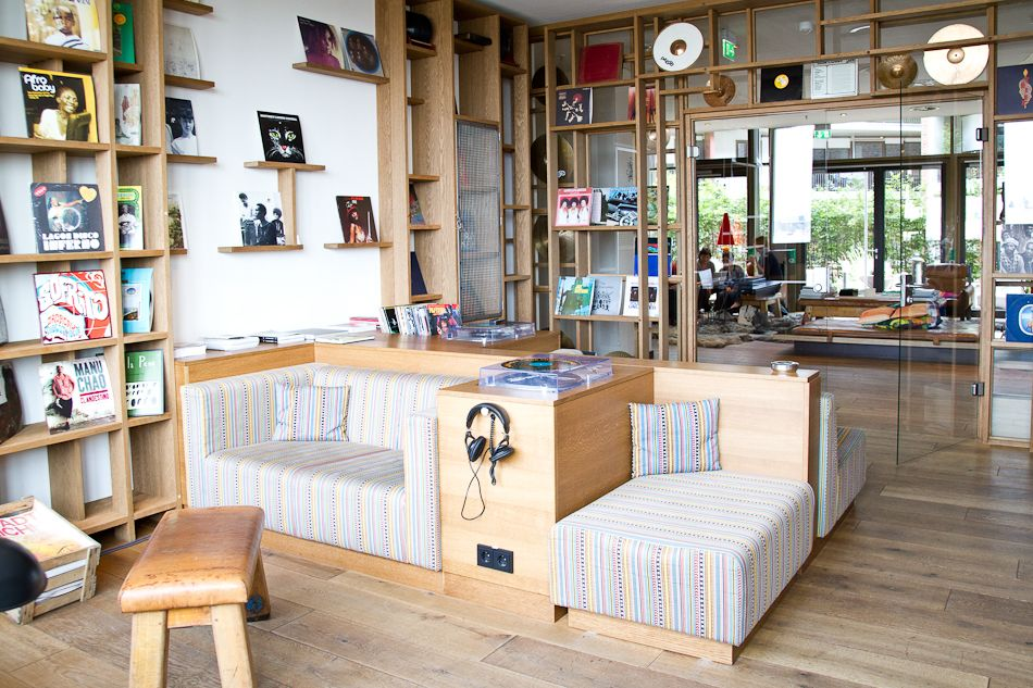 25h hotel hamburg hamburg space place and interiors. Black Bedroom Furniture Sets. Home Design Ideas