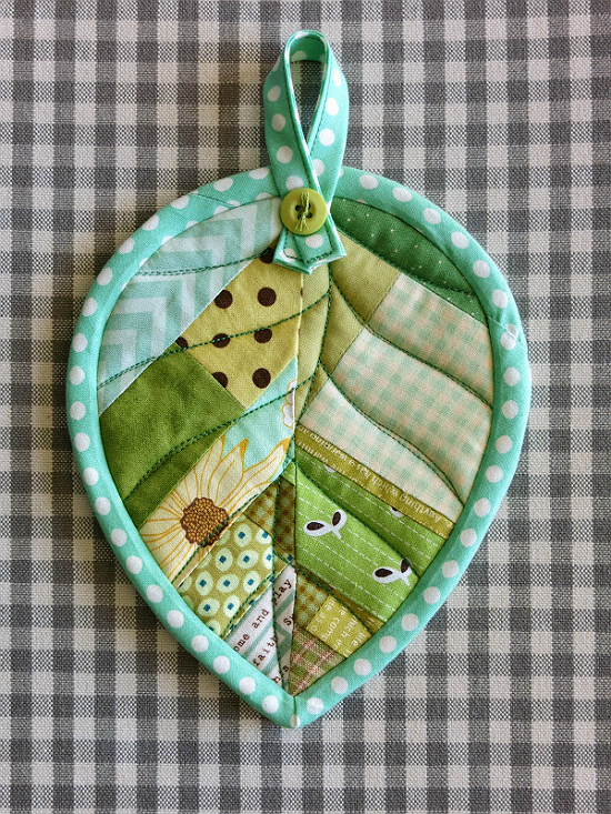 Quilted Leaf Potholders Are So Easy to Make #potholders