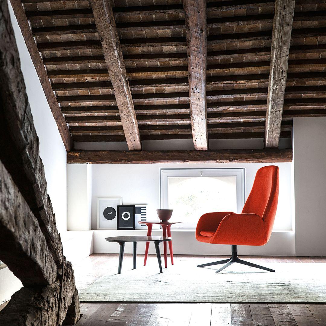 Cette collection est idéale pour insuffler l'esprit de Noël à votre intérieur. Elle combine la chaleur du bois avec l'intensité du rouge, dans de petits accessoires, des tables à café et des chaises longues. Un ensemble à la fois décoratif et fonctionnel à inclure dans votre déco. #bross #noel #espritdenoel #mobilier #design @brossitalia #brossitalia #designfurniture #italiandesign #interiordesign #interiordecor