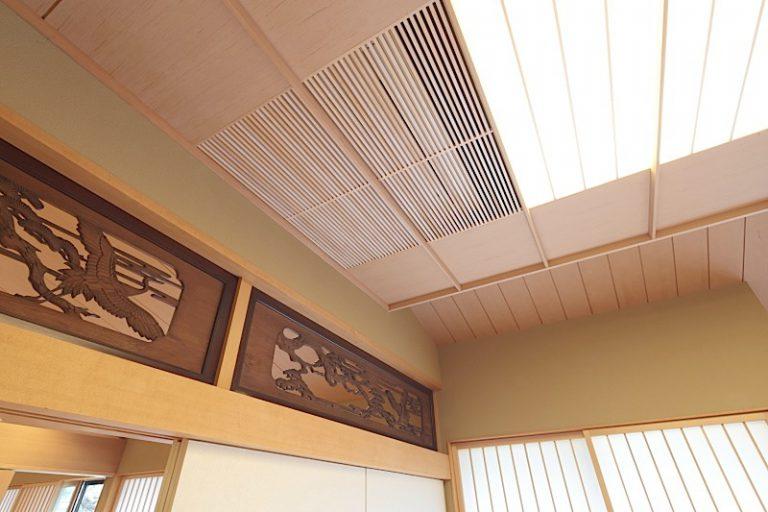 和風住宅の和室応接室の駆込み天井と竿縁天井の建築化埋込み照明