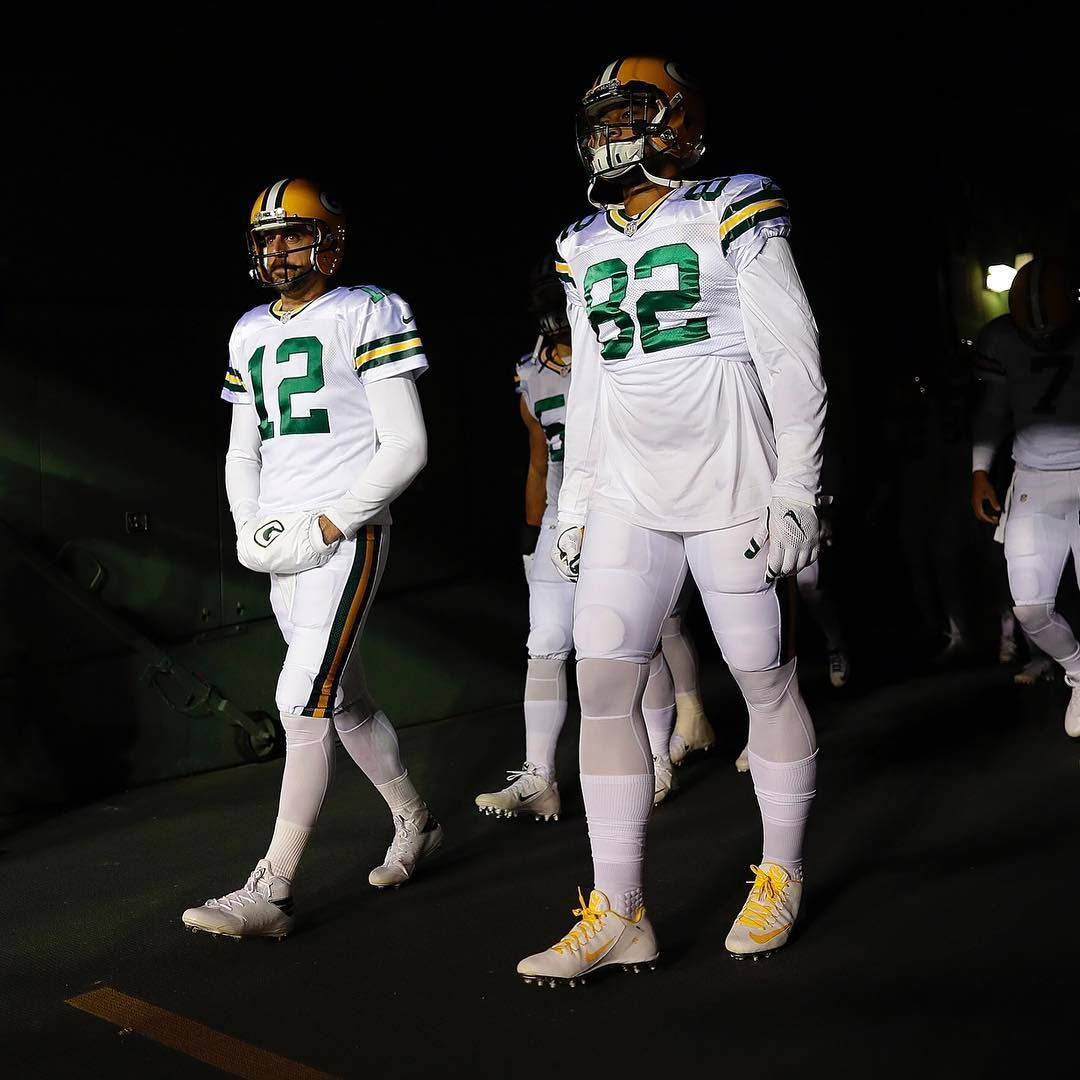 The Packers Will Again Wear The All White Colorrush Uniforms Vs The Bears Week 4 At Lambeau Field How To Wear Color Rush All White