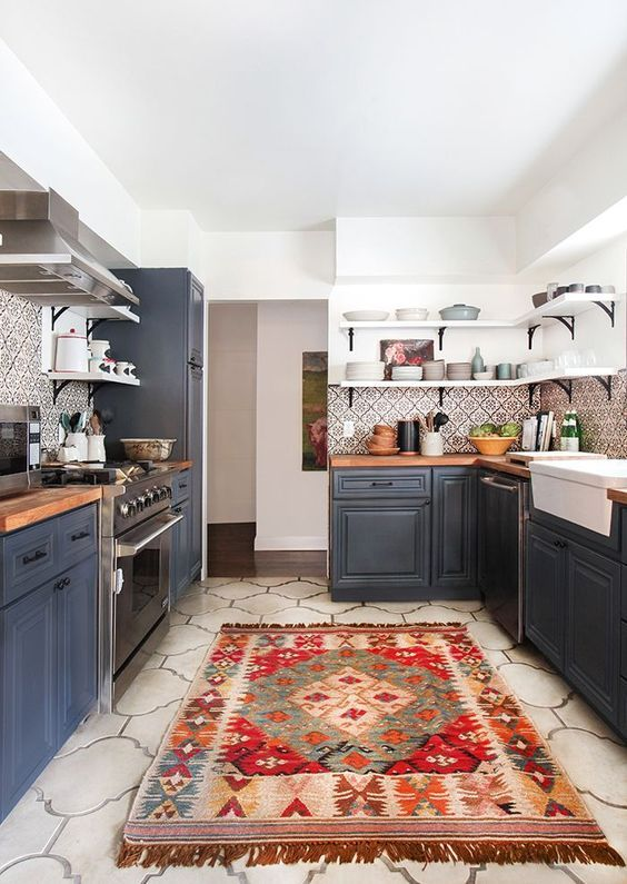 A knotted rug brings warmth and color to a California kitchen. Click through for more ways to incorporate kilim into your home.