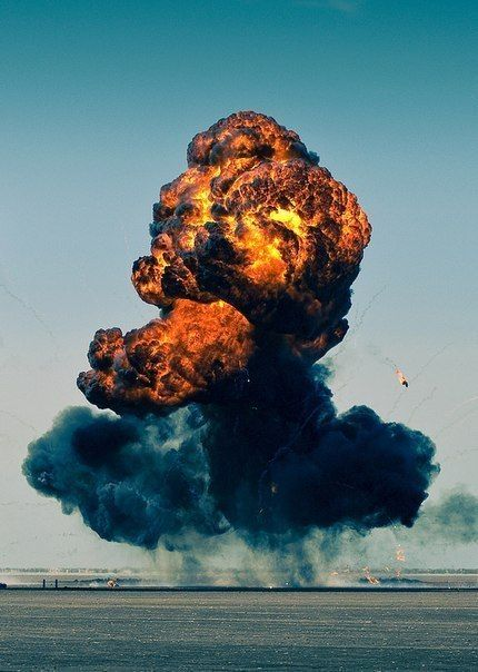 Pin By Emile Streicher On Pictures Explosion Photography Mushroom Cloud